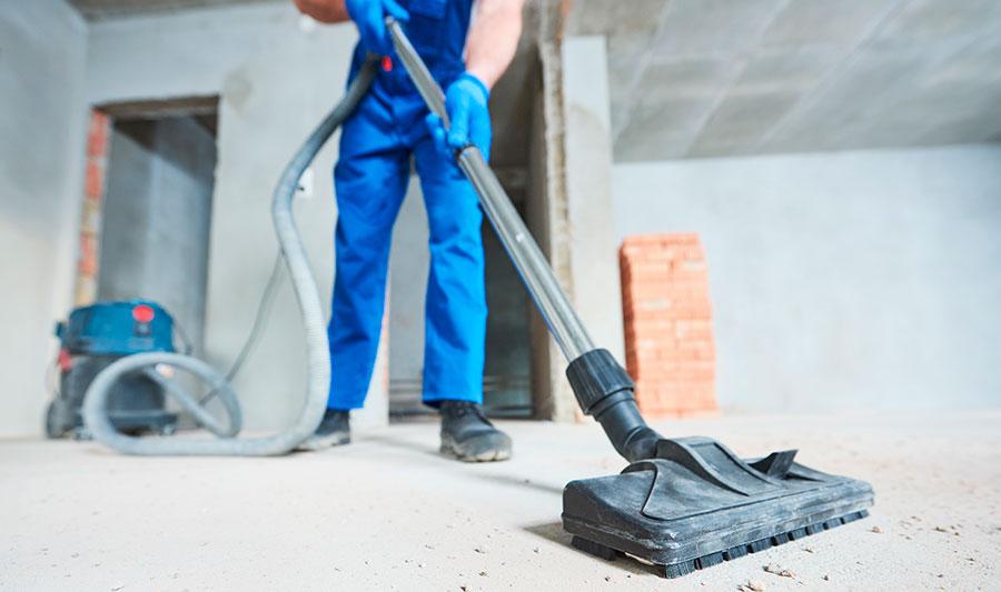 Rakennussiivouksen oleellinen osa eli pölyn imurointi rakennustyömaalla